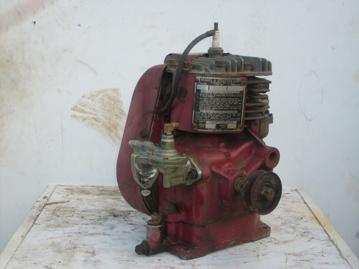 briggs stratton 2 antique vintage briggs stratton stationary rh gravelyguy com Briggs Stratton Small Engine Diagram Briggs 15.5 HP Engine Breakdown